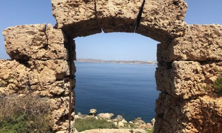 Marmite Malta. Hiking the coast of a country.